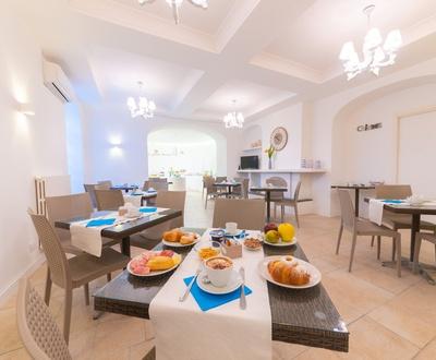 Шведский стол   Villa Fortuna Holiday Resort